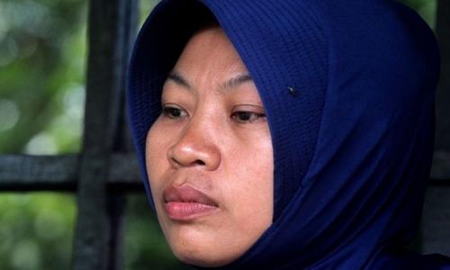 Baiq Nuril Maknun, 37 tuổi, bị kết án tù sau khi đưa ra bằng chứng hiệu trưởng ngoại tình. Ảnh: AFP.
