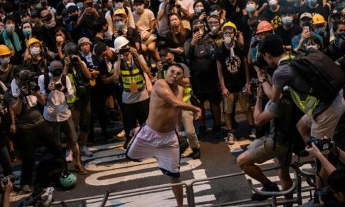 Pu Ho-chiu, bị cho là ném trứng vào cảnh sát hôm 21/6. Ảnh: AFP.