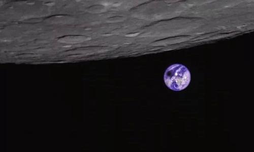 Vùng màu đen xuất hiện do Mặt Trăng đổ bóng lên Trái Đất. Ảnh: Caixin Global.