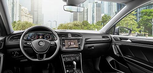 Xe bổ sung chức năng camera 360, hỗ trợ đỗ xe, đồng hồ tốc độ kỹ thuật số.