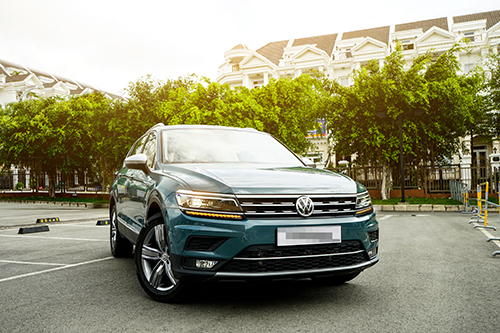 VW Tiguan Allspace Luxury với màu ngoại thất mới: xanh Petroleum Metalic.