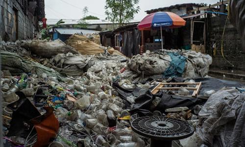 Cảnh sống chung với mùi hôi thối ở thành phố rác thải nhựa Philippines