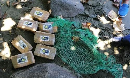 7 bánh ma túy được người dân Philippines phát hiện hôm 7/7. Ảnh: BBC.