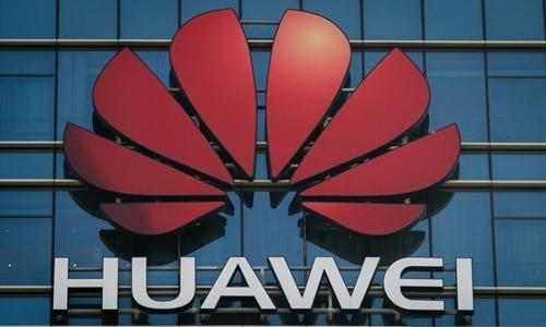 Logo Huawei tại một trụ sở thuộc thành phố Đông Quản, Trung Quốc. Ảnh: Reuters.