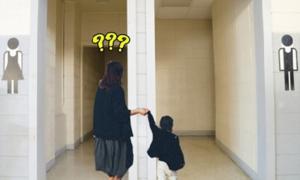 Nhiều bố mẹ Việt vô tư dẫn con vào phòng thay đồ khác giới ở bể bơi