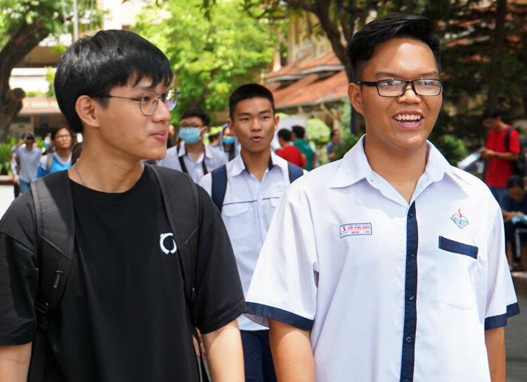 Thí sinh dự thi đánh giá năng lực hôm 7/7 tại điểm thi Đại học Khoa học Tự nhiên. Ảnh: Mạnh Tùng.