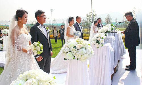 Một đám cưới tập thể ở Hàn Quốc năm 2016. Ảnh: Chosun Ilbo.