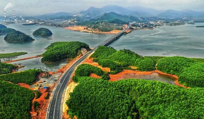 Cao tốc Hạ Long - Vân Đồn. Ảnh: Nguyễn Đông.