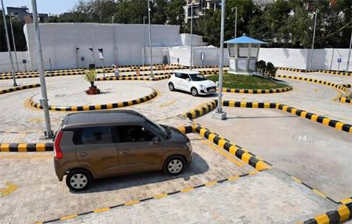 Một trong số các trung tâm thi giấy phép lái xe bằng hệ thống tự động ở Delhi. Ảnh: The Hindu