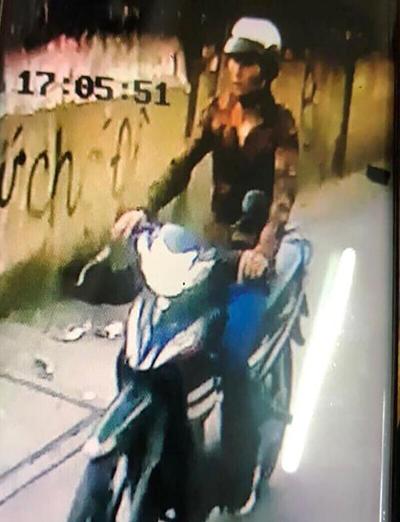 Tên cướp đang bị cảnh sát truy bắt. Ảnh: Công an cung cấp.
