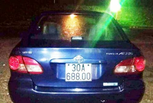 Xe ô tô con biển 30A của anh Đặng Văn Vũ để qua đêm trên vỉa hè ở thành phố Thái Bình đã bị kẻ trộm đánh cắp. Ảnh: KL