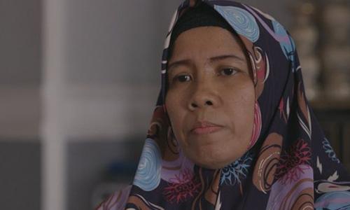 Merdian Agustin, vợ của một nạn nhân thiệt mạng trong vụ rơi máy bay Lion Air. Ảnh: BBC.