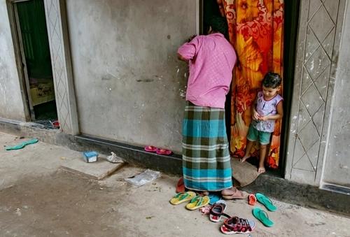 Địa ngục của những thiếu nữ sống đời nô lệ trong nhà chứa Bangladesh - 1