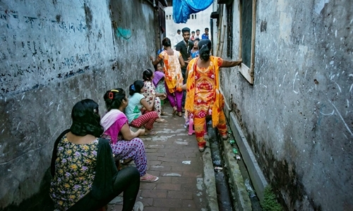 Địa ngục của những thiếu nữ sống đời nô lệ trong nhà chứa Bangladesh