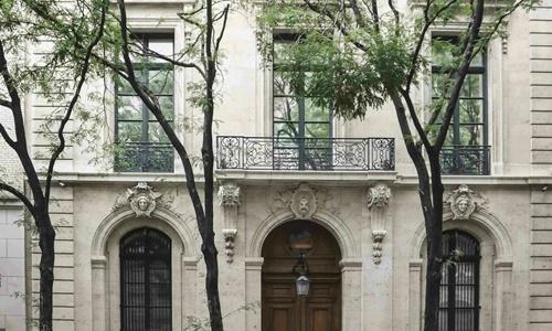 Dinh thự của Epstein ở Mahattan, New York, Mỹ. Ảnh: AP.