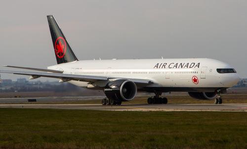 Máy bay Boeing 777 của hãng Air Canada. Ảnh: Airliners.
