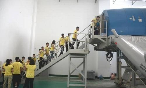Giờ học kiến thức an toàn bay của sinh viênngành Quản trị Kinh doanh Vận tải Hàng không.