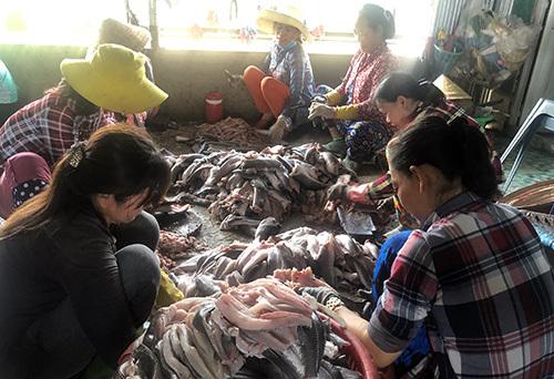 Làng khô Phú Thọ tạo việc làm cho nhiều lao động nông thôn. Ảnh: Cửu Long