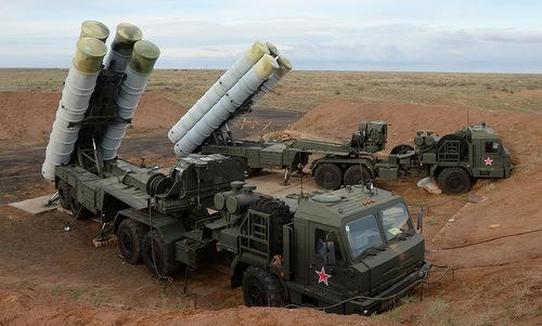 Xe phóng đạn của tổ hợp S-400 trong biên chế Nga. Ảnh: TASS.