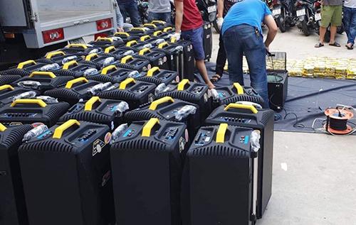 Số loa thùng bắt trên xe tải. Ảnh: Công an cung cấp.