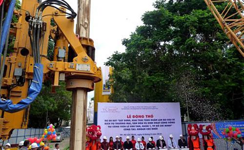 Động thổ từ 10 năm trước nhưng đến nay dự án bãi xe ngầm ở Công viên Lê Văn Tám vẫn án binh bất động. Ảnh: Kiên Cường