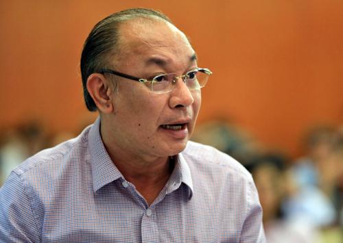 Trung tướng Lê Đông Phong trả lời các câu hỏi của đại biểu. Ảnh: Hữu Khoa.