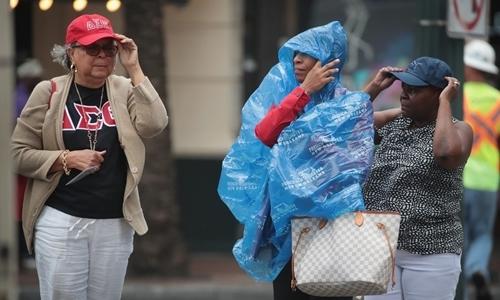 Gió lớn tại New Orleans ngày 12/7. Ảnh: AFP.