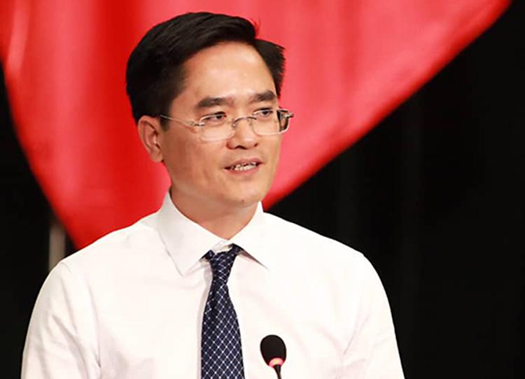 Giám đốc Sở GTVT TP HCM Trần Quang Lâm trả lời chất vấn. Ảnh: Hữu Khoa.
