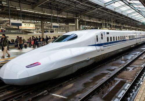 Bộ Giao thông đề xuất tàu tốc độ cao Bắc Nam sử dụng công nghệ giống tàu Shinkanshen ở Nhật Bản. Ảnh: Anh Duy.