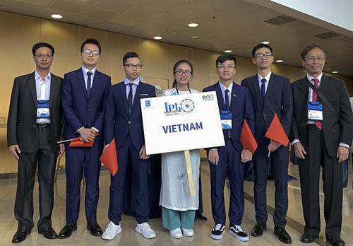 Đoàn Việt Nam tham dự Olympic Vật lý quốc tế tại Israel. Ảnh: Cục Quản lý chất lượng
