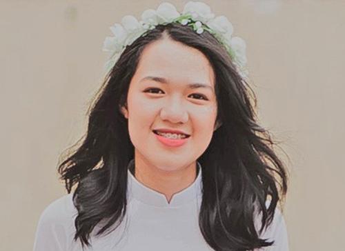 Quỳnh Trang chụp ảnh tốt nghiệp. Ảnh: NVCC