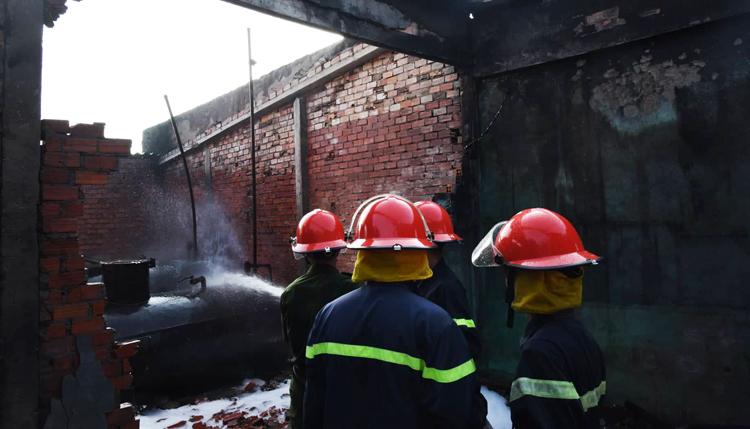 Cháy cây xăng ở Cà Mau, 2 người bị thương