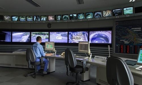 Phòng điều hành của hệ thống xả lũ khu vực Bắc Tokyo. Ảnh: NYTimes.