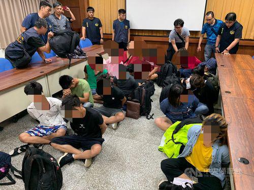 Nhóm người Việt nhập cư trái phép bị Cơ quan Tuần duyên Đài Loan (CGA) bắt giữ hôm 13/7. Ảnh: CGA