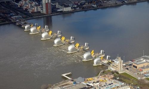 Thames Barrier, công trình chống lụt cho London. Ảnh: Guardian.