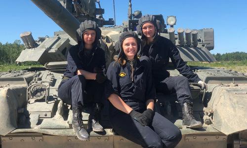 Kíp nữ chiến sĩ Nga lần đầu lái T-80 tham gia đua xe tăng