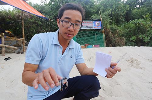 Ông Nguyễn Văn Vũ, chủ nhiệm đề tài khoa học Phục hồi và bảo vệ rùa biển tại Cù Lao Chàm. Ảnh: Đắc Thành.