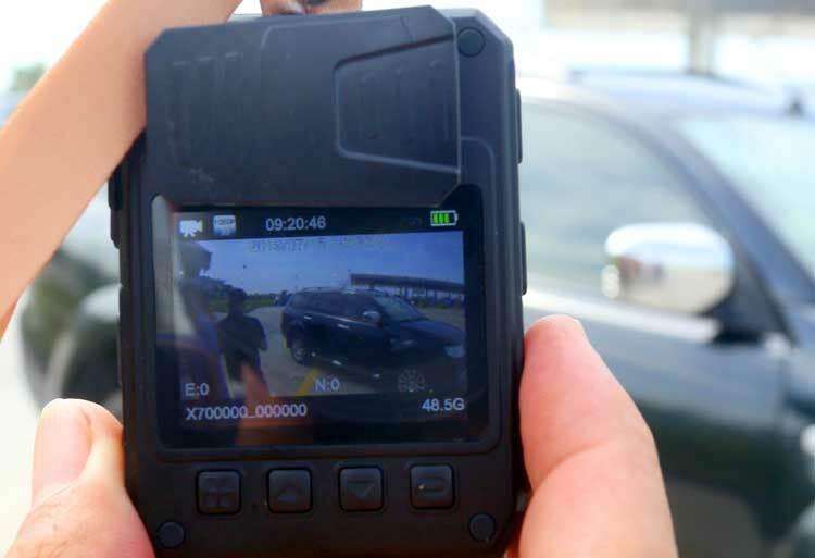 Phía sau camera có màn hình 2inch độ phân giải cao.Ảnh: Bá Đô