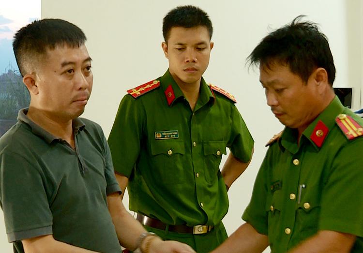 Trương Hoàng Lâm (trái), nghi can cầm đầu đường dây đánh bạc ở Nha Trang. Ảnh: An Phước.