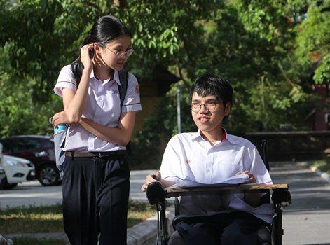 Thiên Phú rất hòa đồng với bạn bè trong lớp. Ảnh: Võ Thạnh