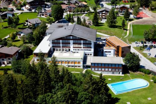 Cơ sở giảng dạy của trường Les Roches tại Thụy Sĩ được thiết kế theo tiêu chuẩn khách sạn 5 sao giúp sinh viên tiếp cận môi trường thực tế của nghề nghiệp.