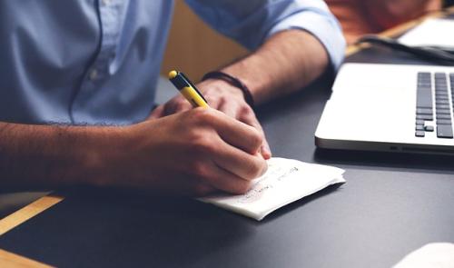 Bài luận du học cần gây ấn tượng với hội đồng tuyển sinh và khiến họ muốn tìm hiểu thêm về bản thân người viết.