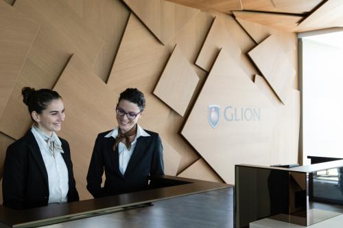 Cơ hội nghề nghiệp đa dạng và toàn cầu cũng là một trong những ưu điểm khiến Glion và Les Roches thu hút hàng nghìn sinh viên nộp đơn xin học mỗi năm.