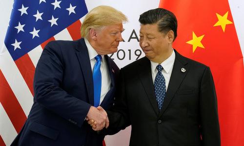 Tổng thống Mỹ (trái) gặp Chủ tịch Trung Quốc sáng 29/6. Ảnh: Reuters.