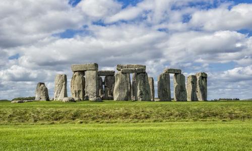Stonehenge, vòng tròn đá nổi tiếng và bí ẩn ở Anh. Ảnh: Yahoo News.