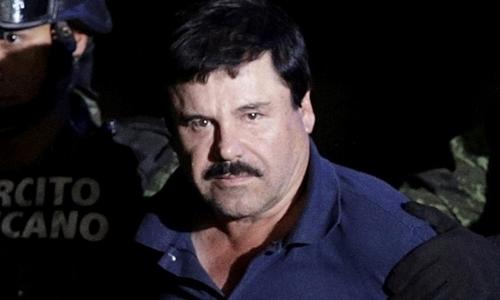 Trùm ma túy Guzman khi bị áp tải đến Bộ Tư pháp ở thủ đô Mexico City hồi tháng 1/2016. Ảnh:Reuters.