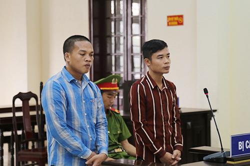 Liep Lat Sa Vong (trái) và Trần Thế Hoàng tại phiên toà. Ảnh: Hoàng Táo