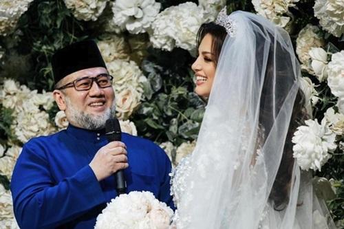 Cựu vương MalaysiaMuhammad Vvà vợ Voevodina trong đám cưới hồi tháng 11/2018 ở Nga. Ảnh: Instagram.