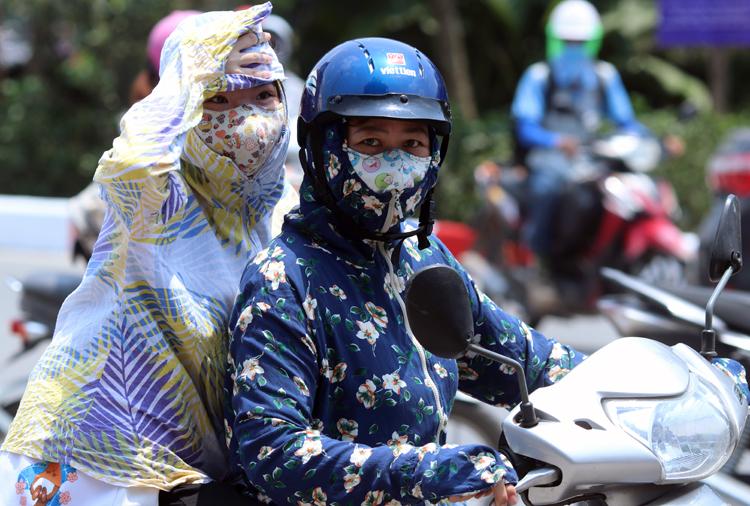 Thời tiết tại Hà Nội hôm nay tiếp tục oi bức với nhiệt độ cao nhất 37 độ C. Ảnh: Võ Hải.