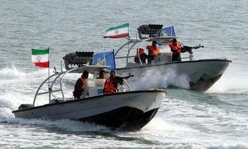 Các xuồng tên lửa của Iran tuần tra ở Vùng Vịnh. Ảnh: Forbes.